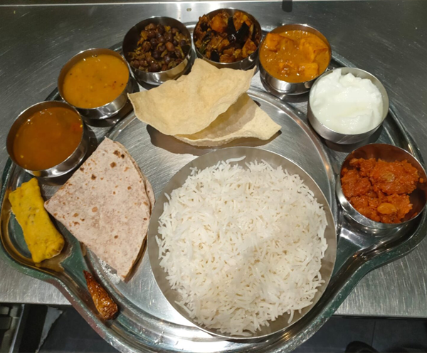 Classic-South-Indian-Vegeterian-Thaali